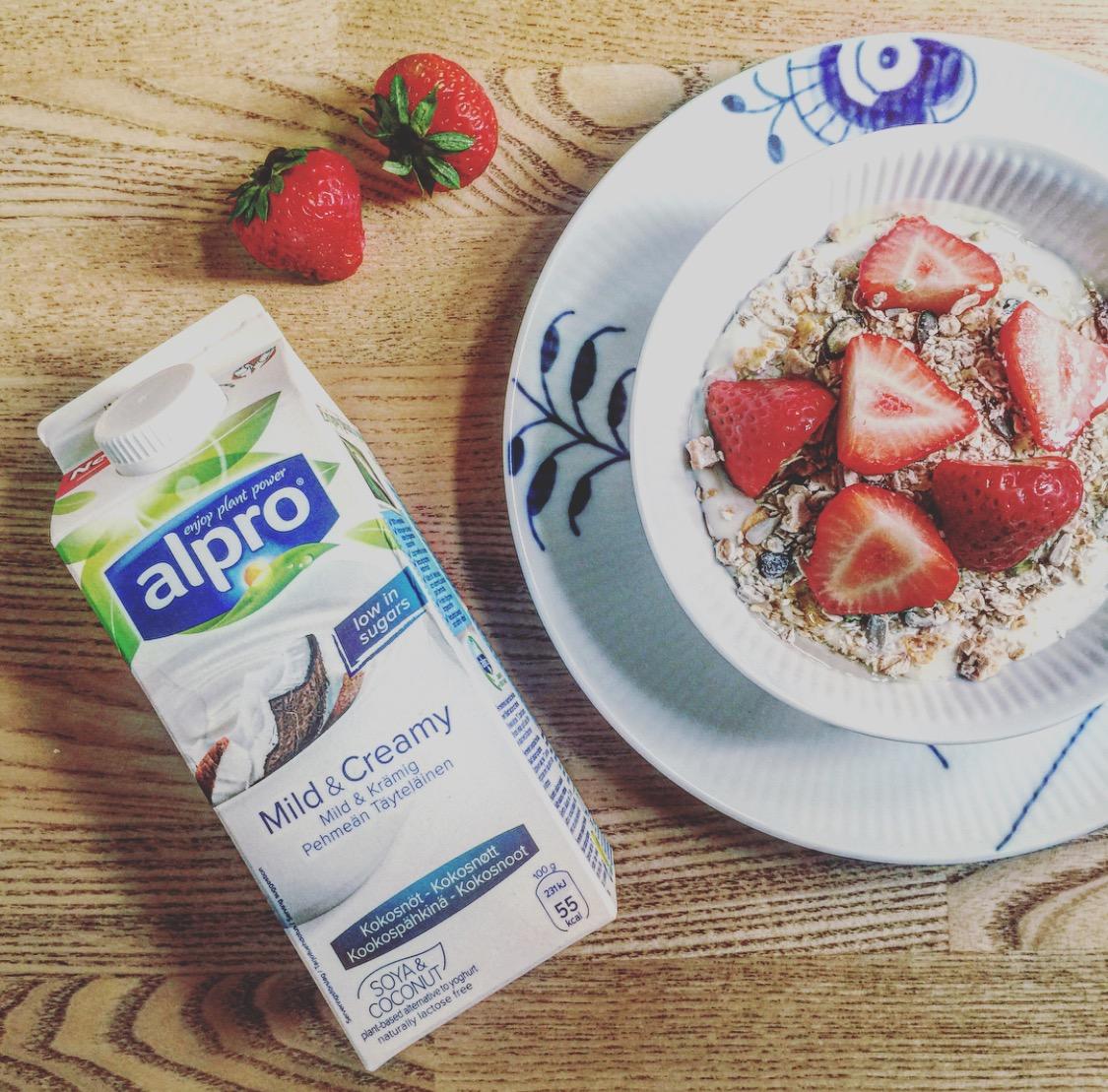 Mama Brown's Morgenmad & Den Plantebaserede Yoghurt graphic